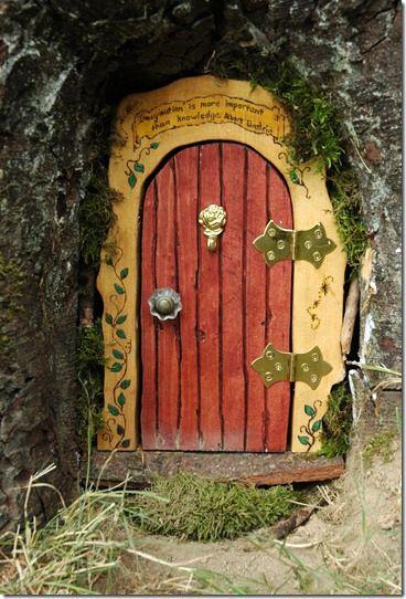 дверь для феи как декор сада 01