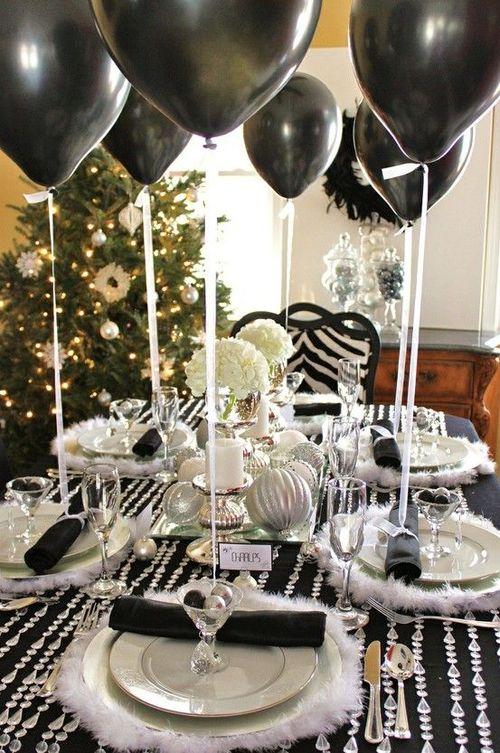 Декор праздничного новогоднего стола воздушными шариками