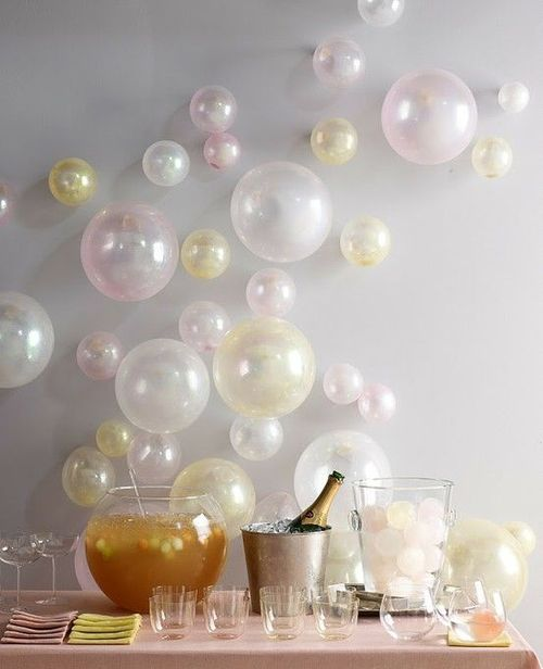 декор воздушными шариками новогоднего стола