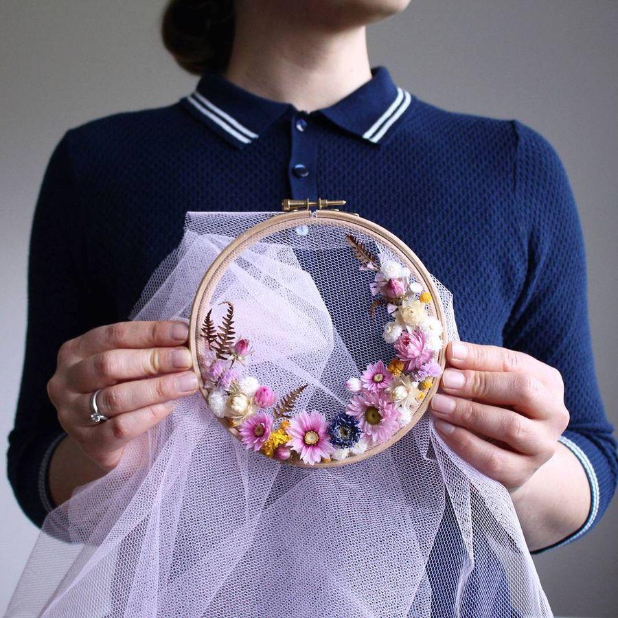 цветочные венки  в пяльцах