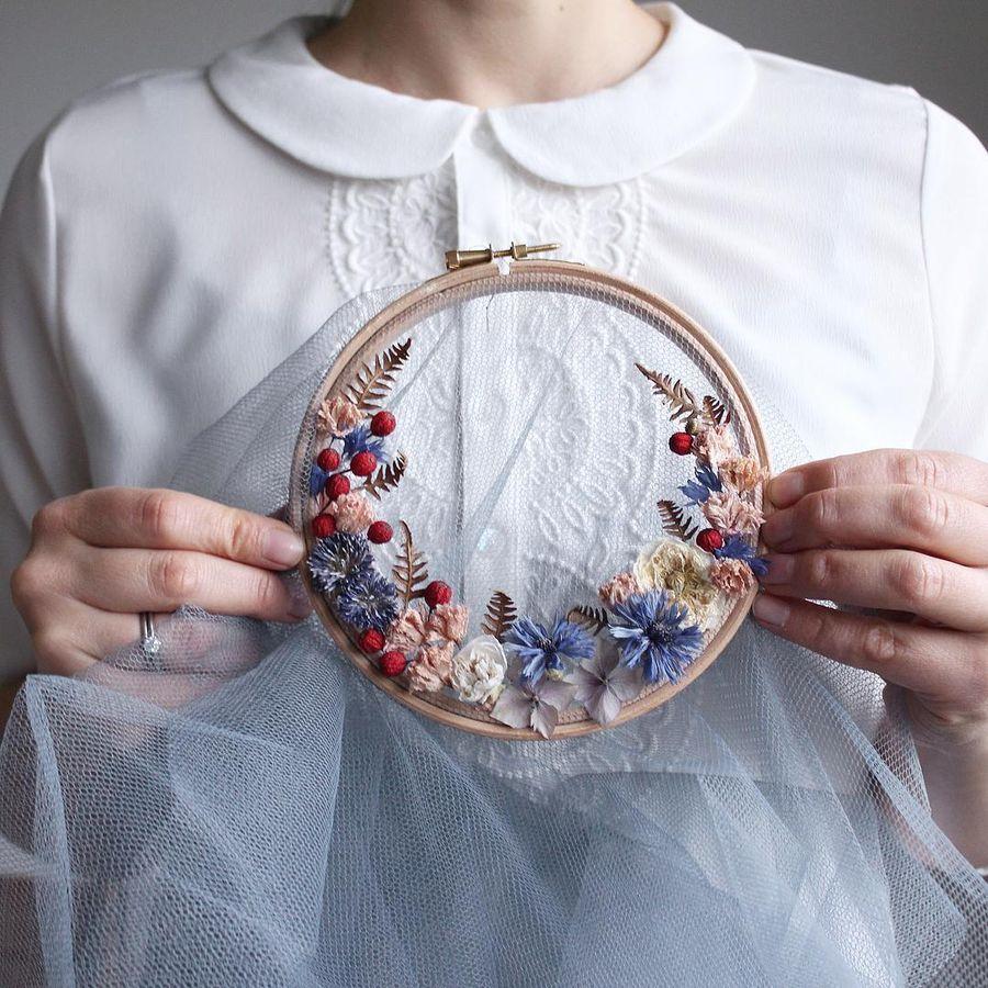 цветочные композиции в пяльцах