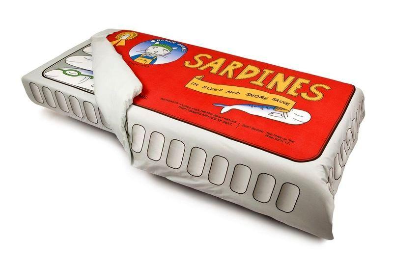 дизайн постельного белья в виде банки сардин от Bed toppings