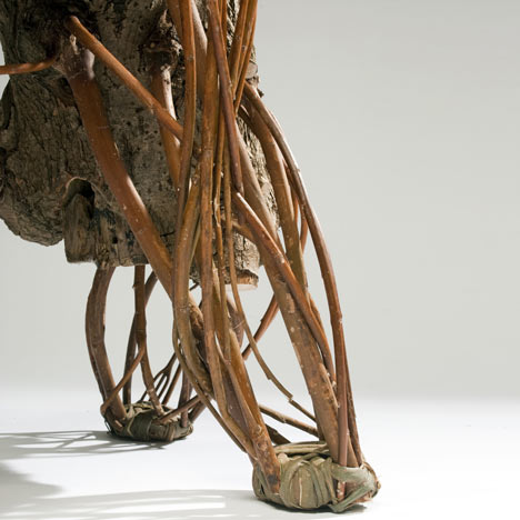 деревянный стул от Floris Wubben - ножки