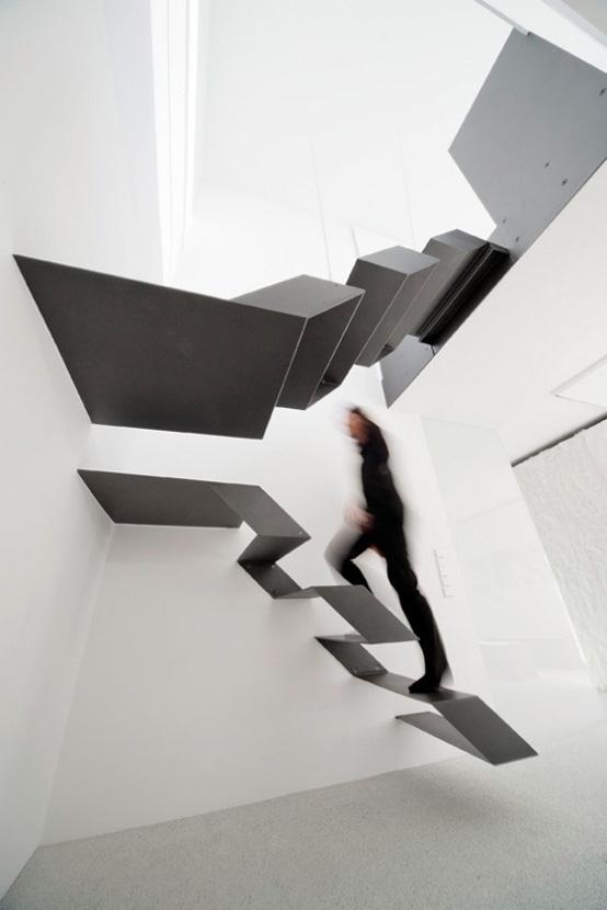 фигурная парящая лестница