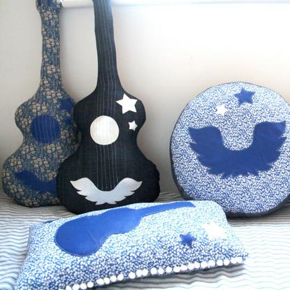 подушки и пуфики- гитары