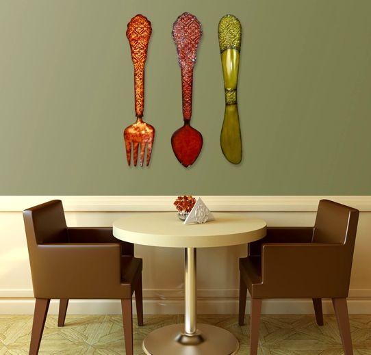 большие декоративыне столовые приборы на стене