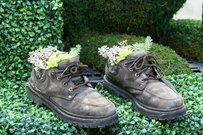 горшки из старых ботинок