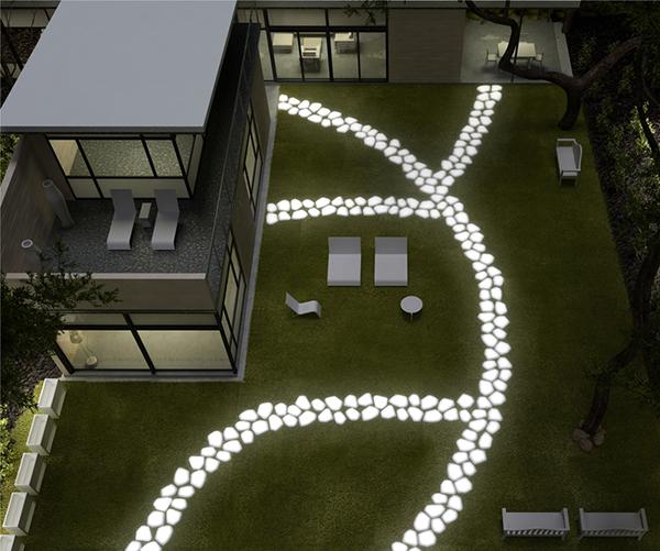 садовая дорожка Serralunga ночью светящаяся плитка
