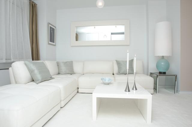 светлый интерьер маленькой комнаты