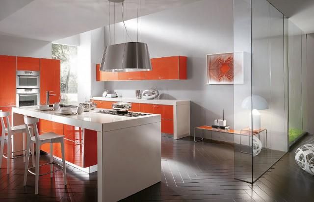 бело-оранжевый интерьер кухни Crystal, Scavolini