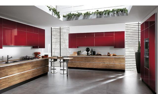 красный интерьер кухни Scenery с деревянной отделкой, Scavolini