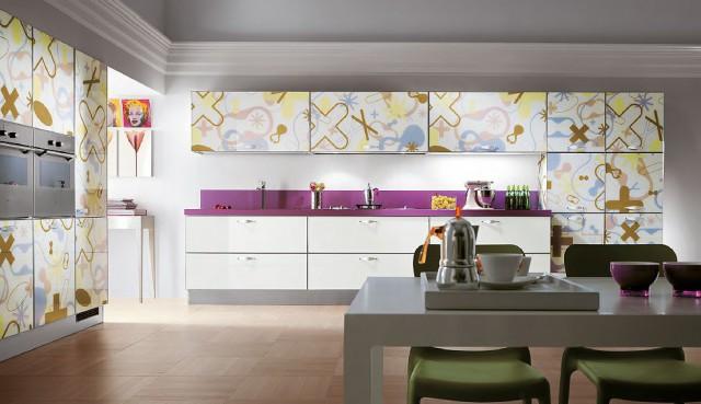 цветной интерьер кухни Crystal с принтом на мебели, Scavolini