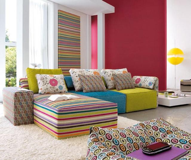 цветастый интерьер комнаты