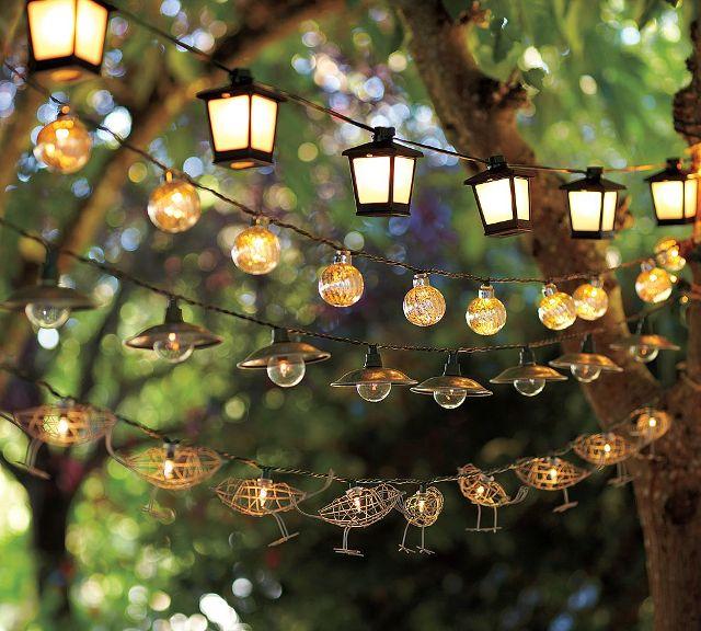 гирлянды фонарей в саду