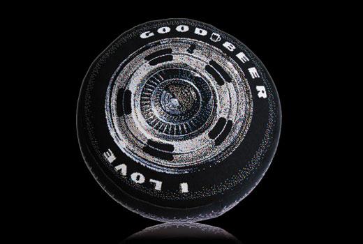 декоративная подушка в виде автомобильного колеса