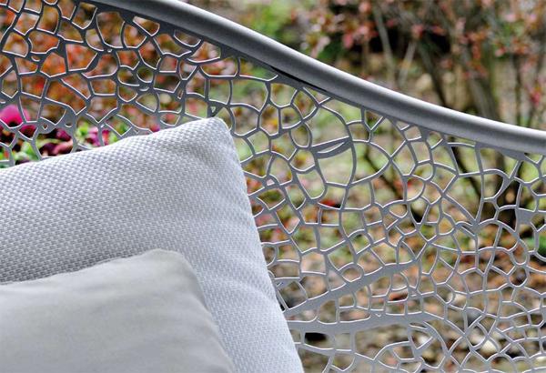 ажурные узоры спинки дивана