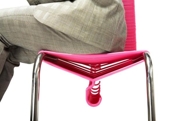 стул из вешалок гардеробный