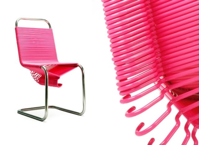 розовый стул из вешалок, Joey Zaladon