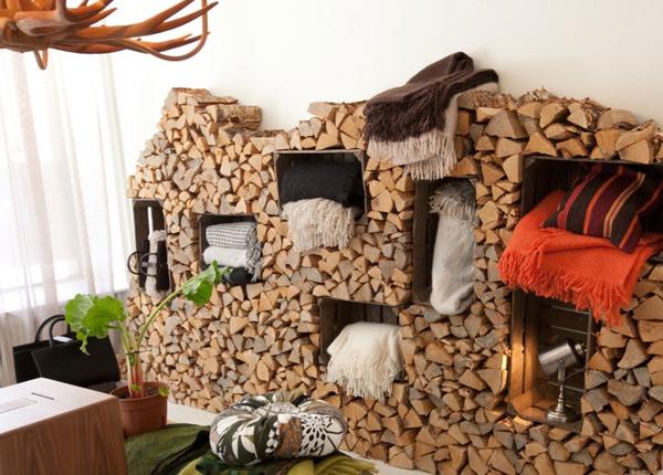 дрова в комнате как декор и полки