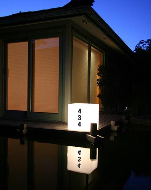светящийся столбик с номером дома