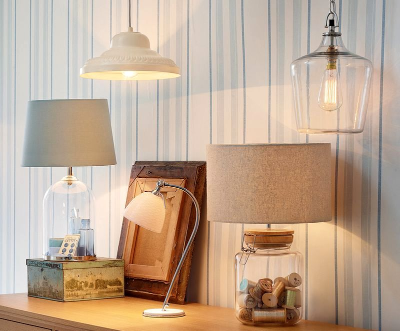 настольный светильник-витрина Whitley с катушками