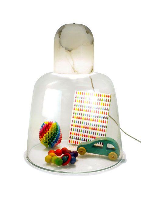 светильник-витрина Vanessa Mitrani с предметами
