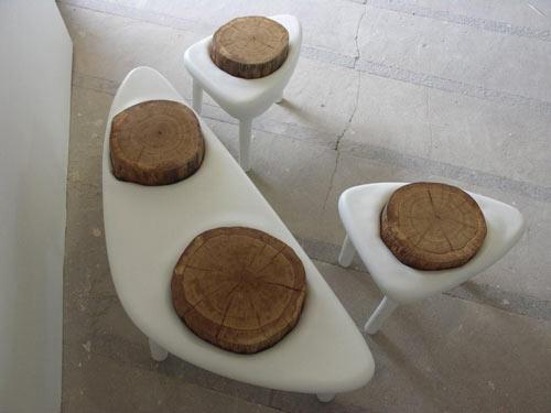 мебель из дерева и пластика