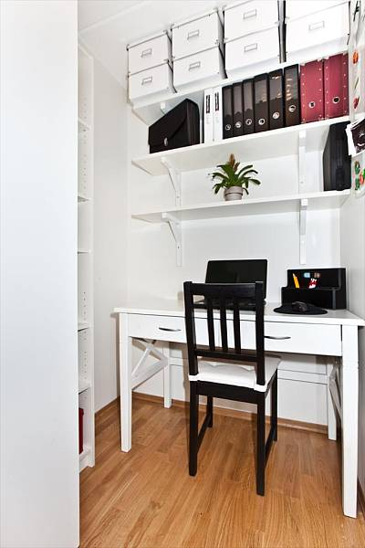 compact-home-offices-in-small-apartments-19