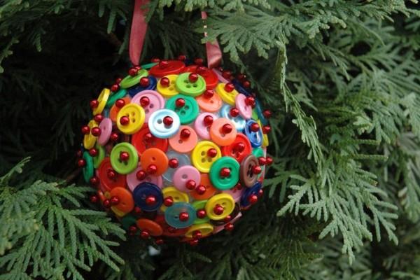 новогодний шарик из пуговиц мастер-класс 00