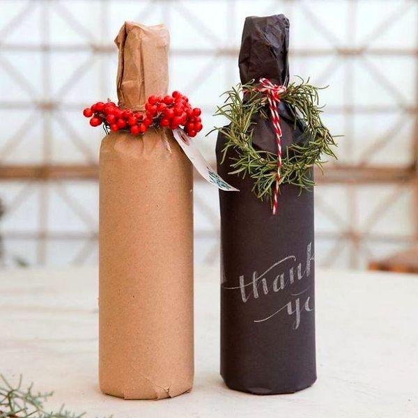 Как красиво упаковать бутылку в подарок