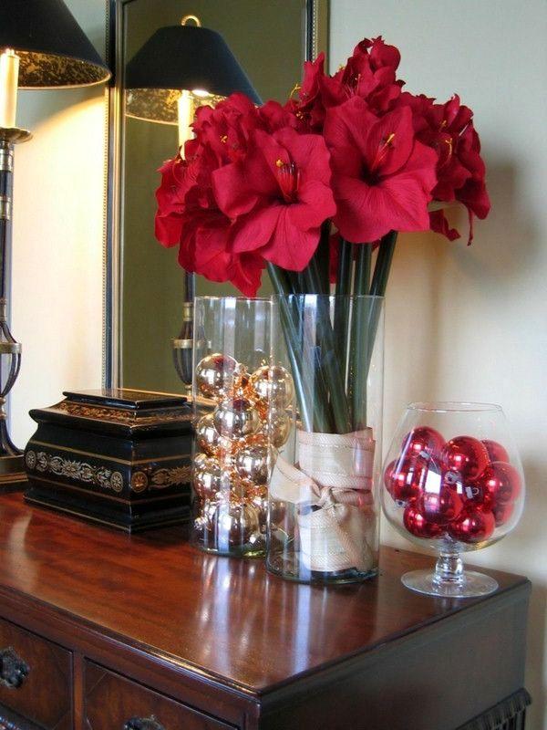 красный амарилис как новогодний декор