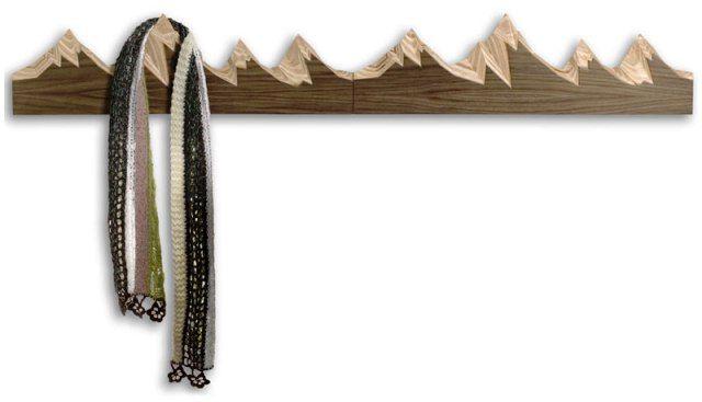 настенная вешалка в виде горных пиков