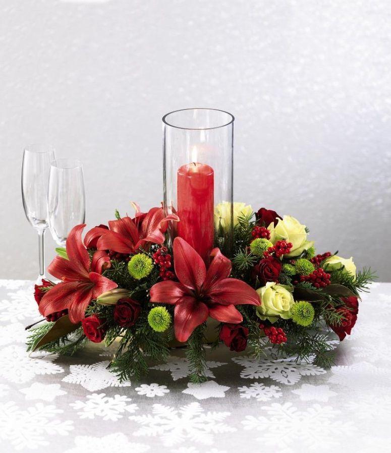 новогодние цветочные композиции с лилиями и свечкой