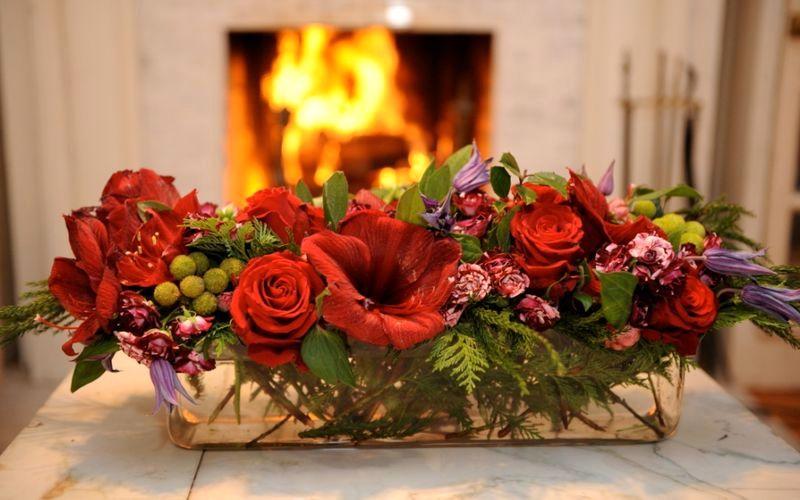 новогодние цветочные композиции с розами и игрушками