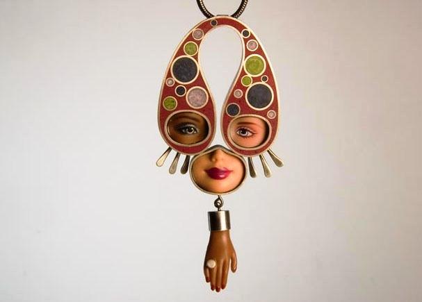 дизайнерские украшения из кукол Барби