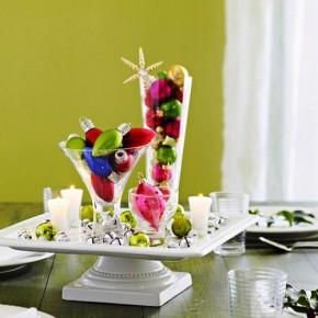 елочные украшения как декор праздничного стола