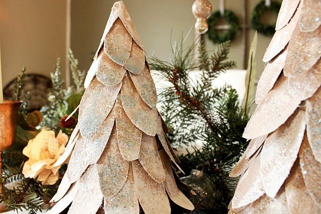 новогодняя елка из картонных конусов