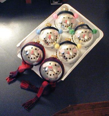елочные шары в виде голов снеговика