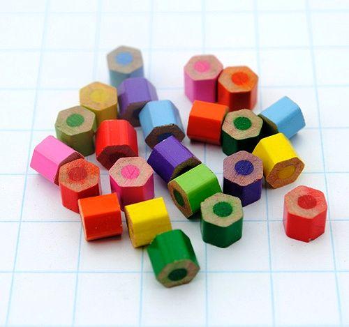 бусины из цветных карандашей