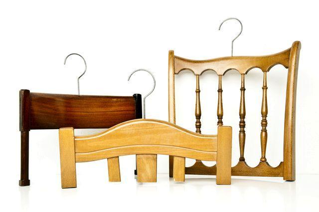 вешалка из старого стула