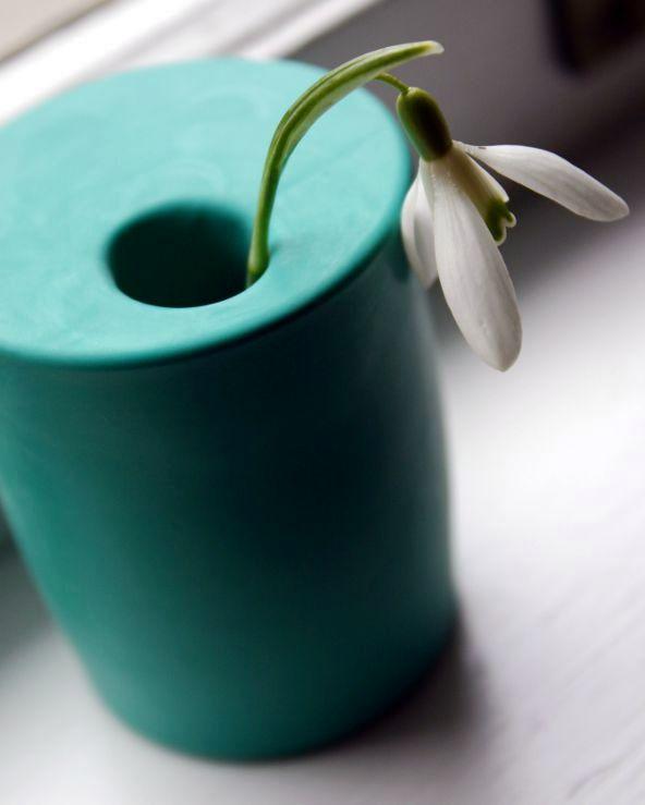ваза из стакана и шарика