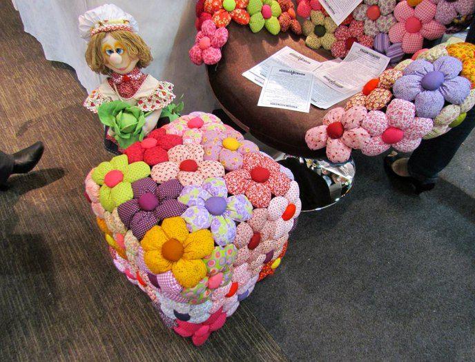декор пуфика цветами
