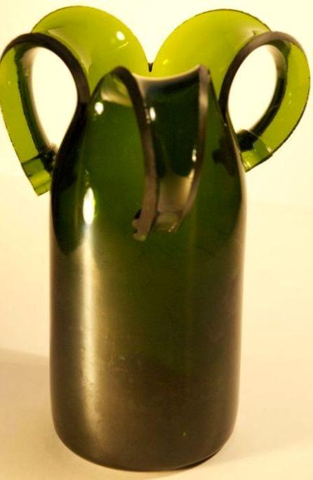 ваза из стеклянной бутылки