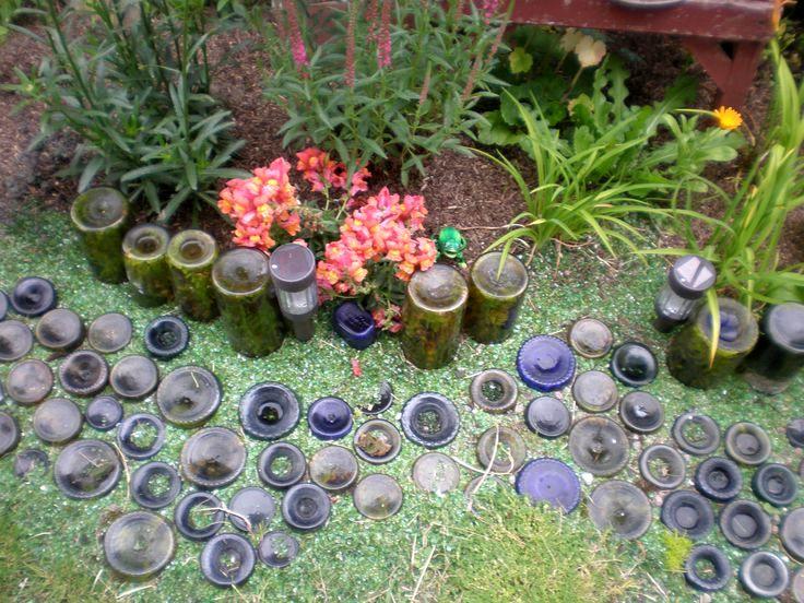 поделки из стеклянных бутылок - дорожки в саду