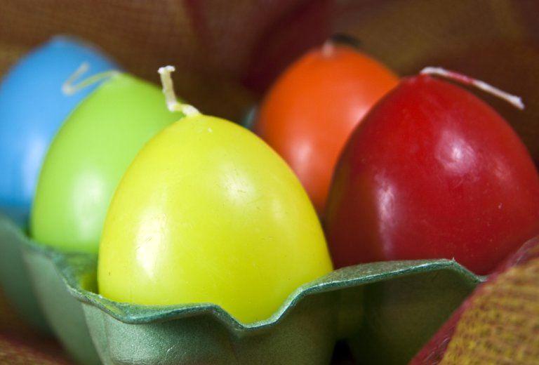 восковые свечи в скорлупе яйца
