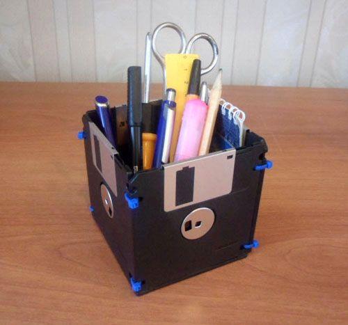 квадратная карандашница из дискет