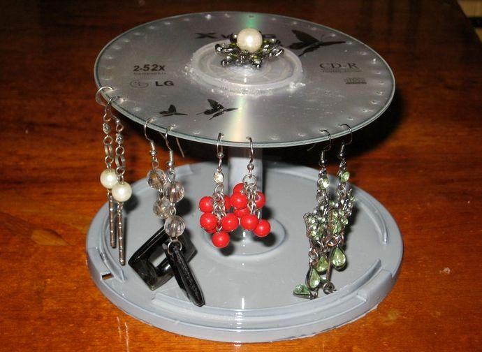 подставка для сережек из дисков