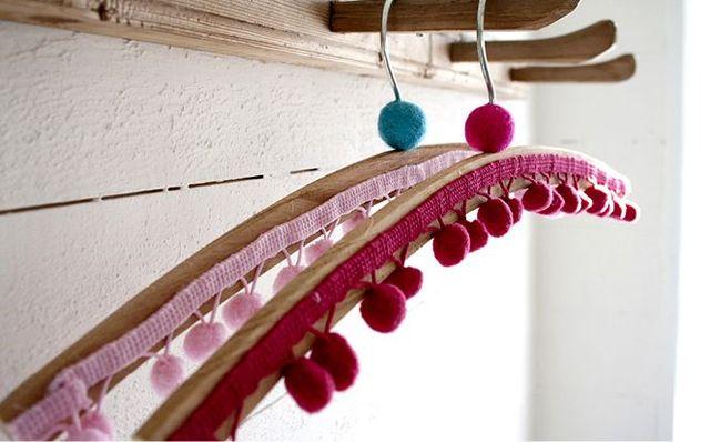 Декор вешалки для одежды своими руками