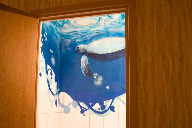 граффити в интерьере ванной