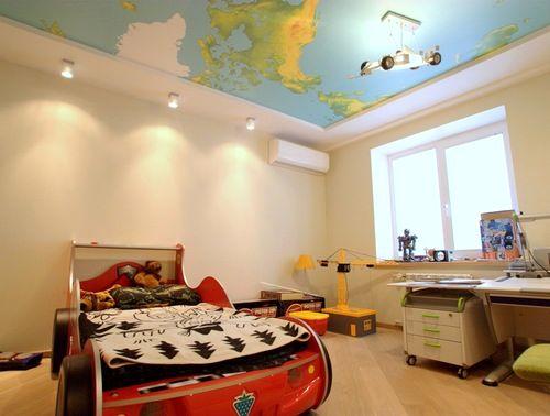 географическая карта мира на потолке